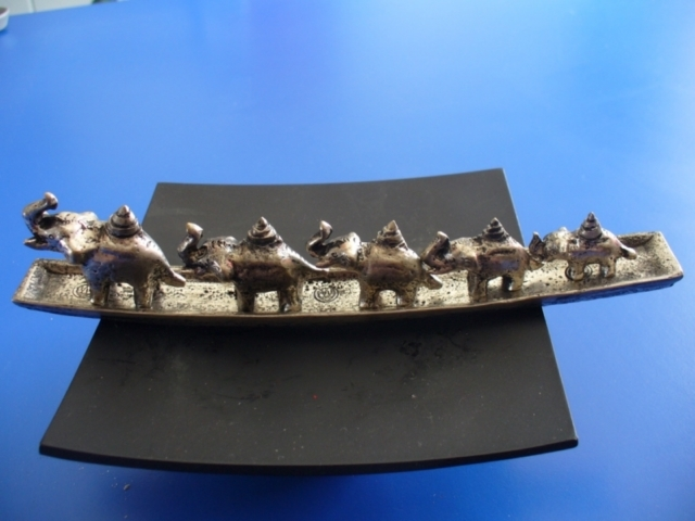 P1050268 poids éléphants pour peser l'opium sur unebalance romaine [800x600] [640x480] [640x480].jpg
