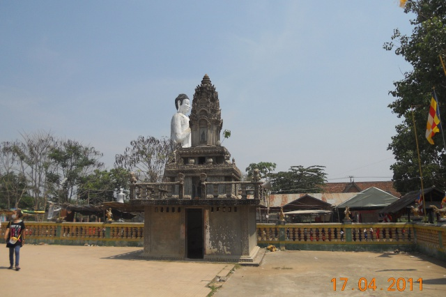 TempleEkPhnom statue (3).jpg