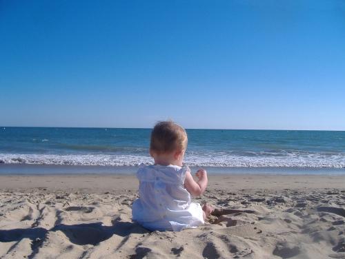 bébé-sur-la-plage.jpg