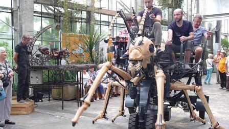 24 Machines de l'île de Nantes La fourmi géante.JPG