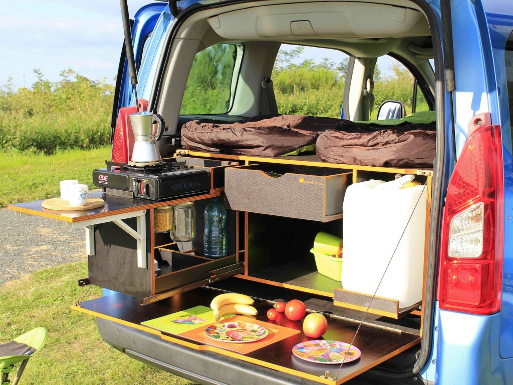 voiture amenage camping. Black Bedroom Furniture Sets. Home Design Ideas