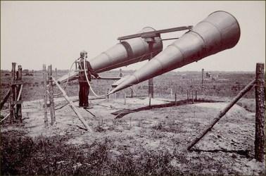 074.-Détecteur-acoustique-Deux-Cornet-dos-Année-1920.jpg