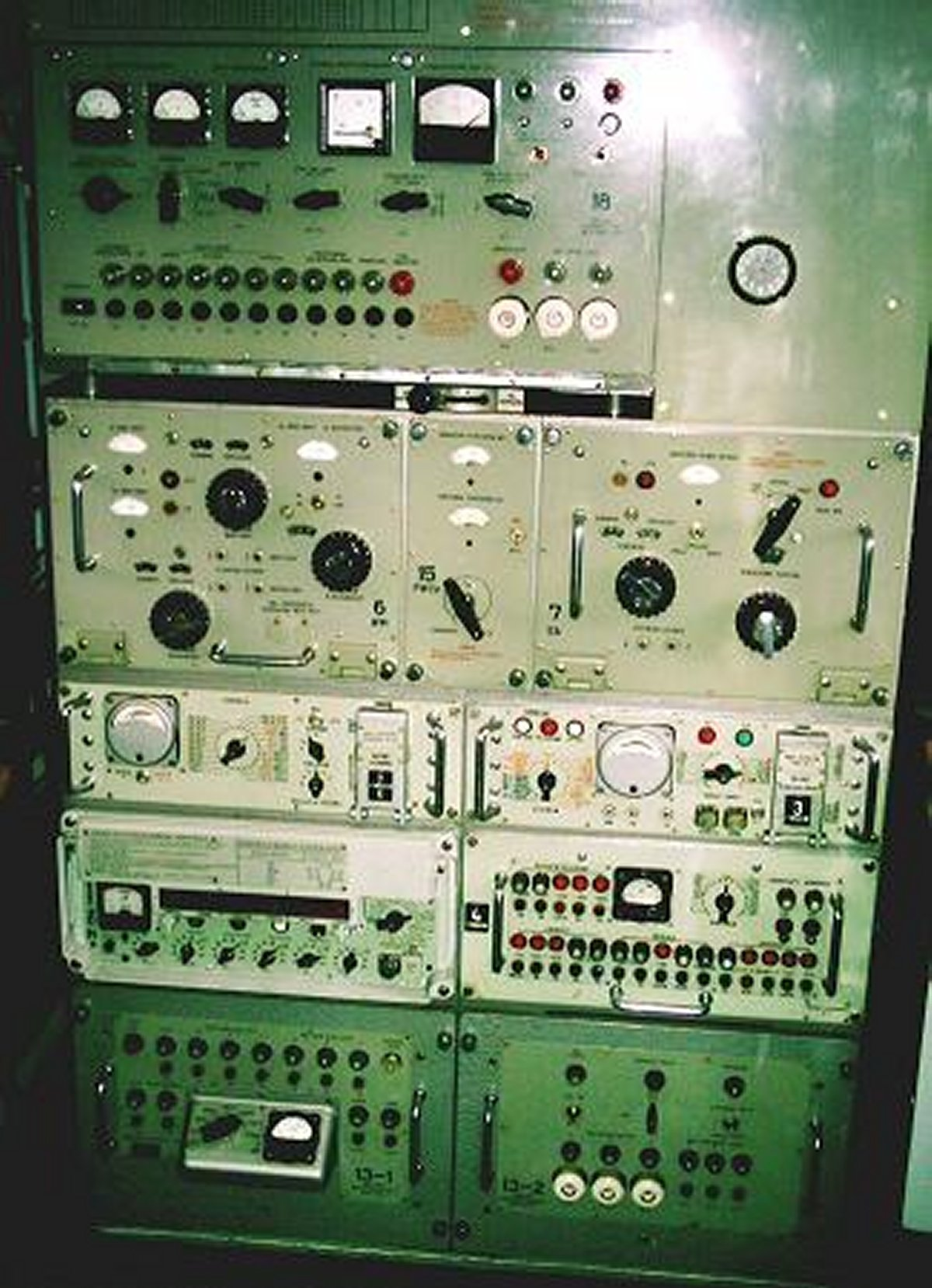 Nadajnik_radiostacji_R-137.jpg