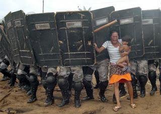 Violence policières indiens.jpg