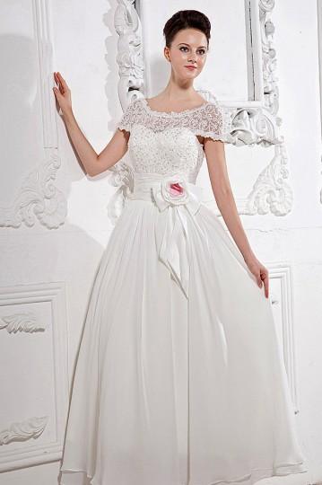 Robe de mariée plage encolure bateau manche courte ornée de paillette et fleur faite à la main