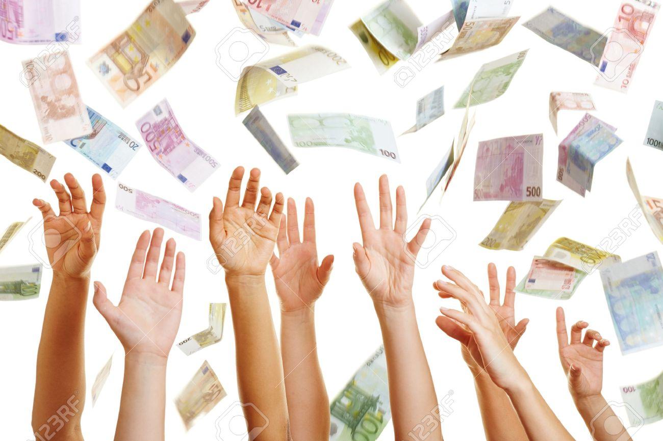 21535706-Beaucoup-de-mains-atteignant-pour-l-argent-Euro-volant-dans-l-air-Banque-d'images.jpg