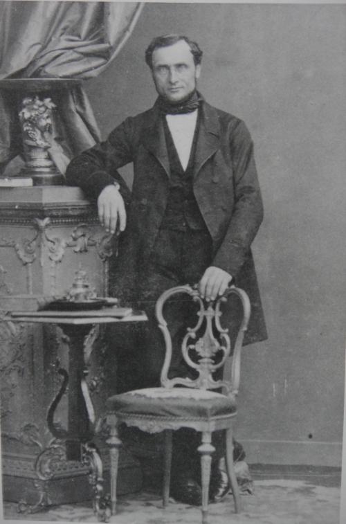 Perrin Gérard-Georges debout Recadre.jpg