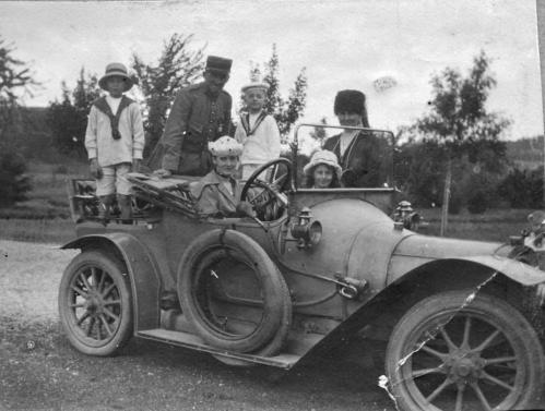 1917-2-Cuny dans Auto N&B-040 Corrigee rognee.jpg