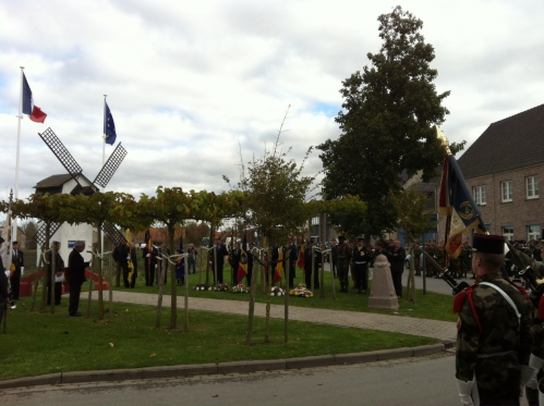 photo 8 Ceremonie au monument du 16e.JPG