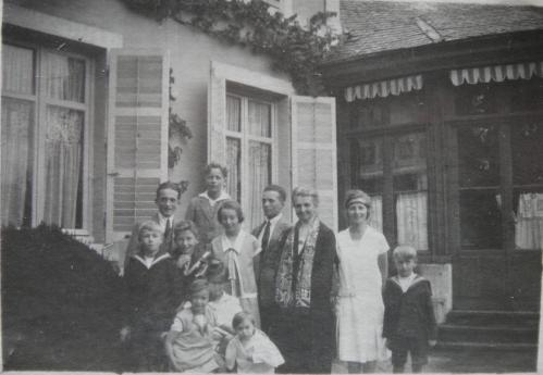 1927 A1-60-7 Celina et ses petits-enfants 1927-DSC04820 ROGNE.jpg