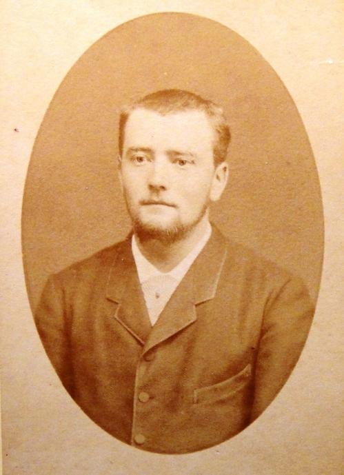 1882 Louis Boucher jeune homme-DSC04756 REVU VRAC CADRE.jpg