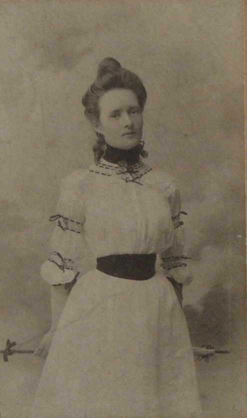 1900 Marie Boucher  jeune fille vers 1900-DSC04831 RECADRE.jpg