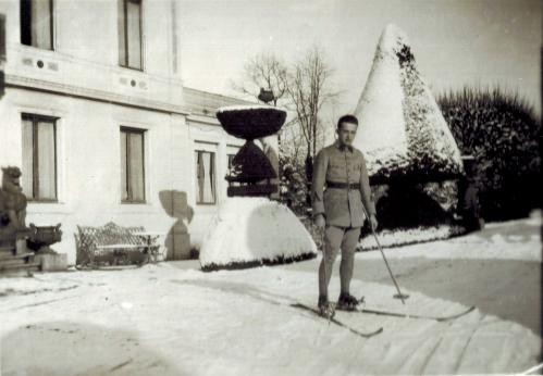 1929 Le beau skieur-Andre en permission-A1-22-07 CADRE REVU.jpg
