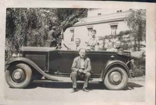 1934 - Andre dans sa Renault ROTATION-A3-24-09.jpg