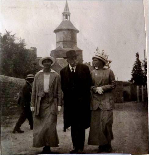 1915 Alexis Vautrin avec Yvonne et Marguerite.jpg