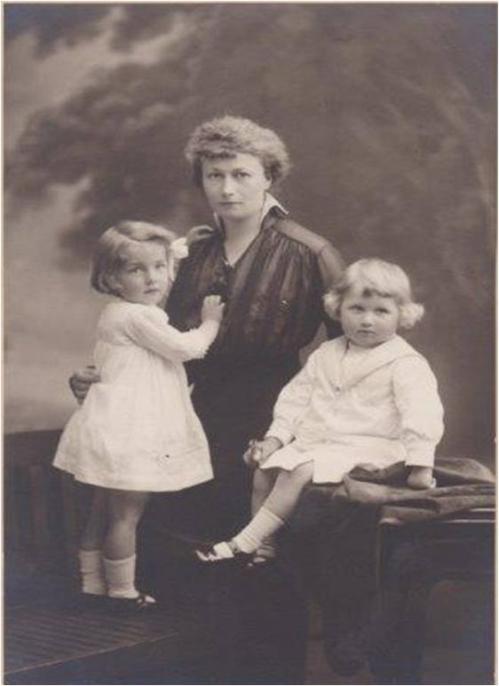 Image12 Therese et ses enfants.jpg