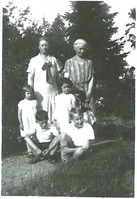 Image21 Therese et famille Gaudel.jpg