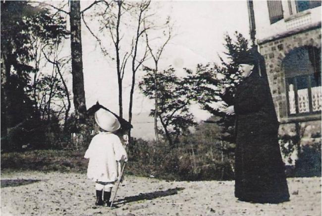 1915 Marthe Boucher et le petit Jean Boucher-ST Ame.jpg