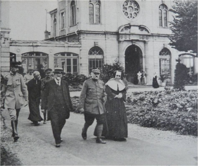 1915 Visite Poincare Nancy Hopital civil.jpg