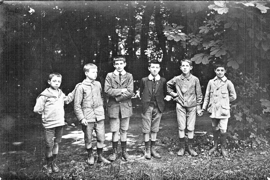 1916-Jean Favre Mongre 5e Photoshop N&B.jpg