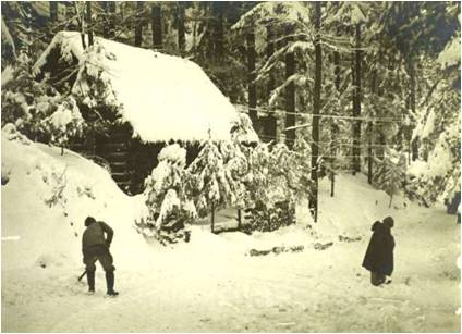 Paul Boucher 5-10 Image5 Camp Turenne sous la neige.jpg