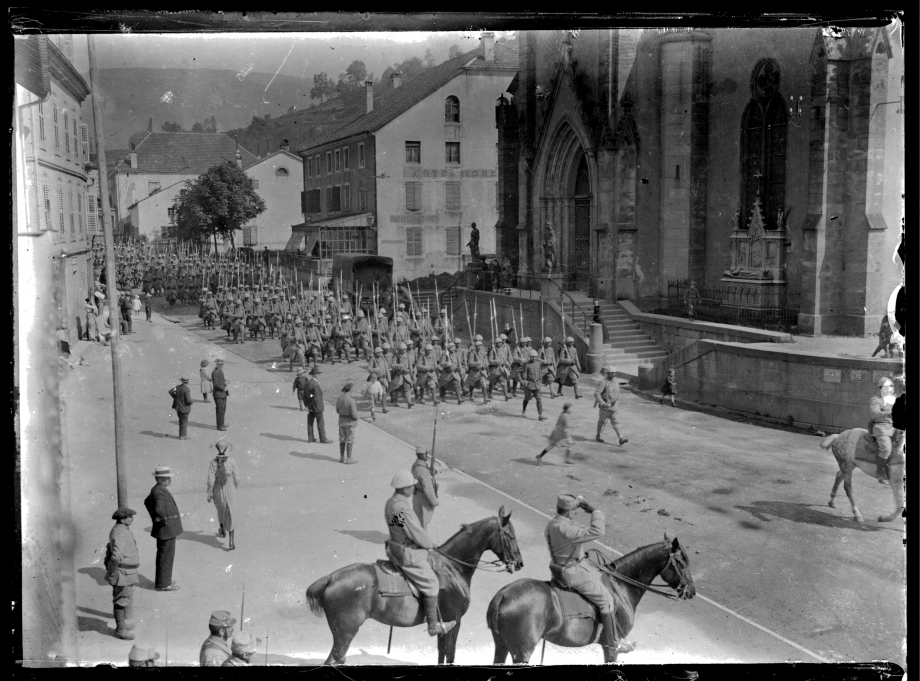 24 Revue  Bataillon Chasseurs.jpg