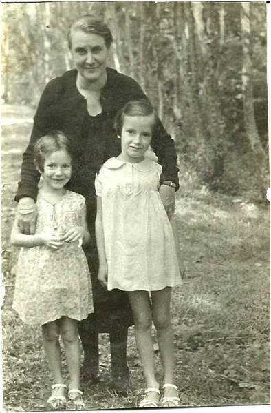 6-3 1938 Ginette et Anne et Monique Fournié.JPG