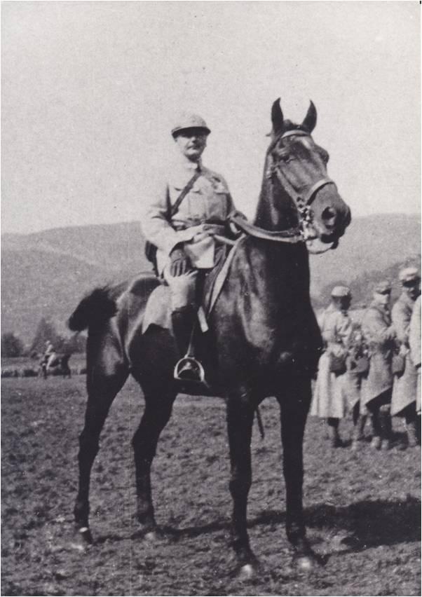 Paul Boucher 7-3 Image3 PB et son cheval Goeland.jpg