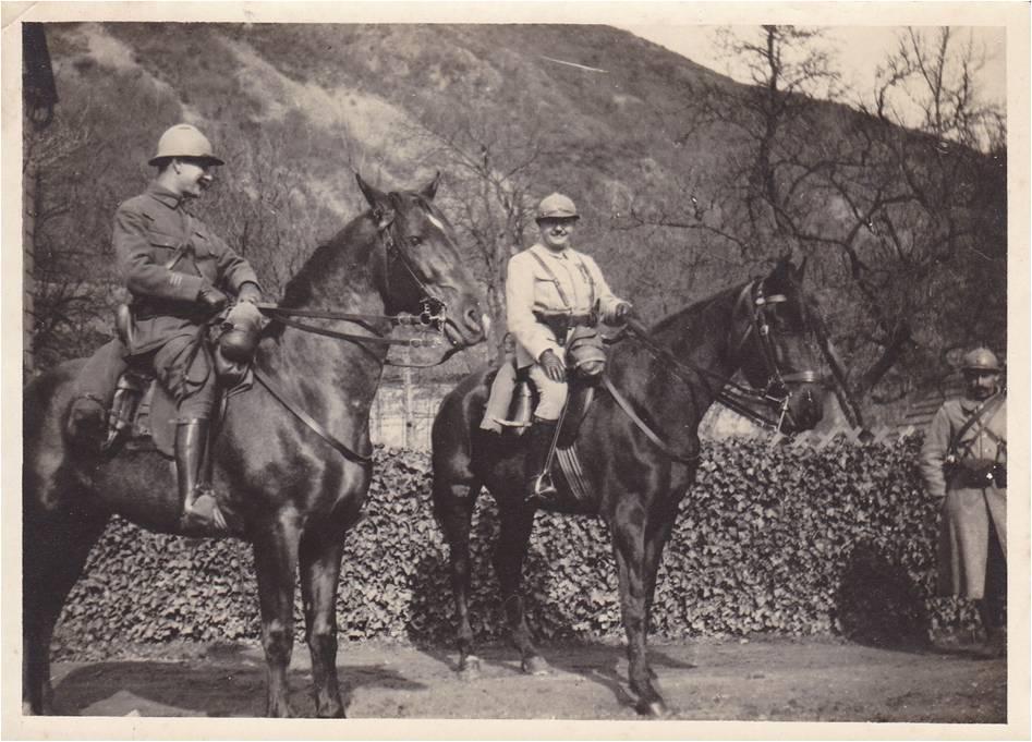 Paul;Boucher 13-3 Image 1 Paul à cheval avec un autre.jpg