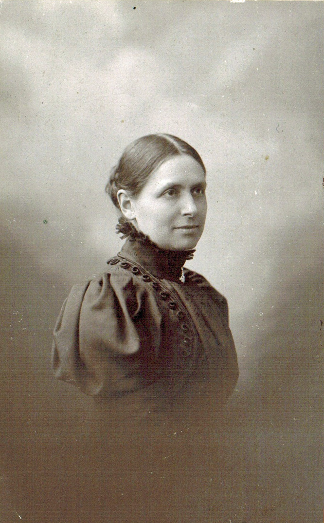 4-1900 Louise Favre-Callies Photoshop PNG.png