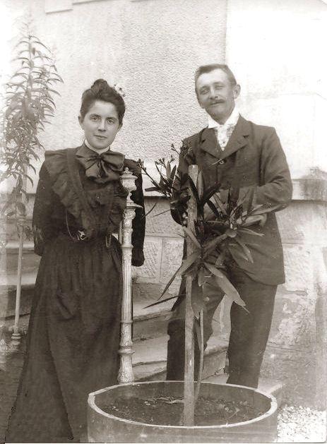 18-1902 Edouard Favre et Marie Aussedat fiancés (Alain Aussedat).jpg