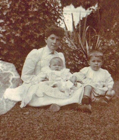 23-1905 - Marie Favre et Francois et Jean A1-27-05 Photoshop PNG.png
