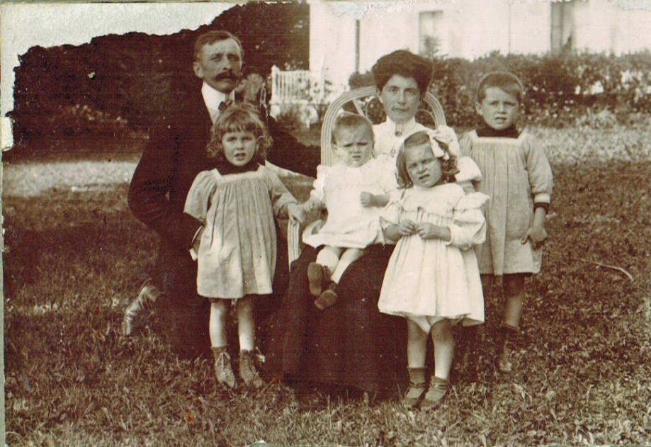 24-1908 - Famille Favre Pringy A1-27 -04 Photoshop PNG.png