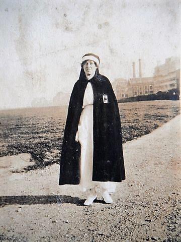041 Marcia en uniforme d'infirmière REVU.jpg