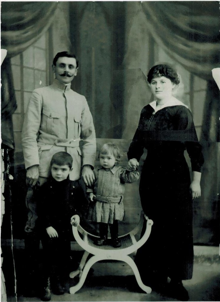 1916 Thibaux Georges Famille Marie-Henriette Serge(1911) et Pol (1915) CADRE.jpg