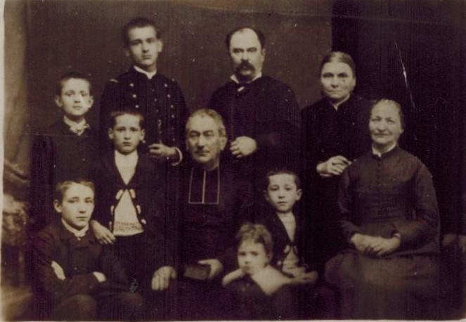 Famille Fontaine avec oncle Arnaud et tante Eloïse CADRE.jpg