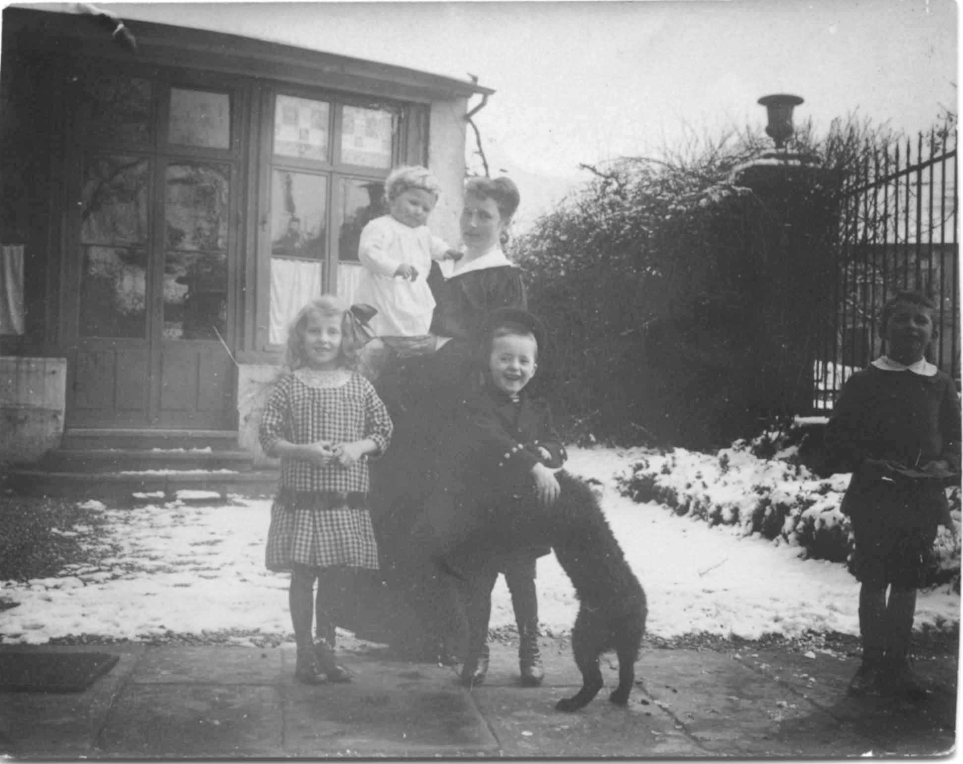 1915-3-Mimi Enfants+Lili N&B-053 Corrigee.jpg