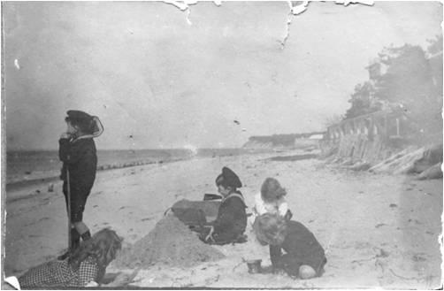 1916 Arcachon les enfants sur la plage.jpg