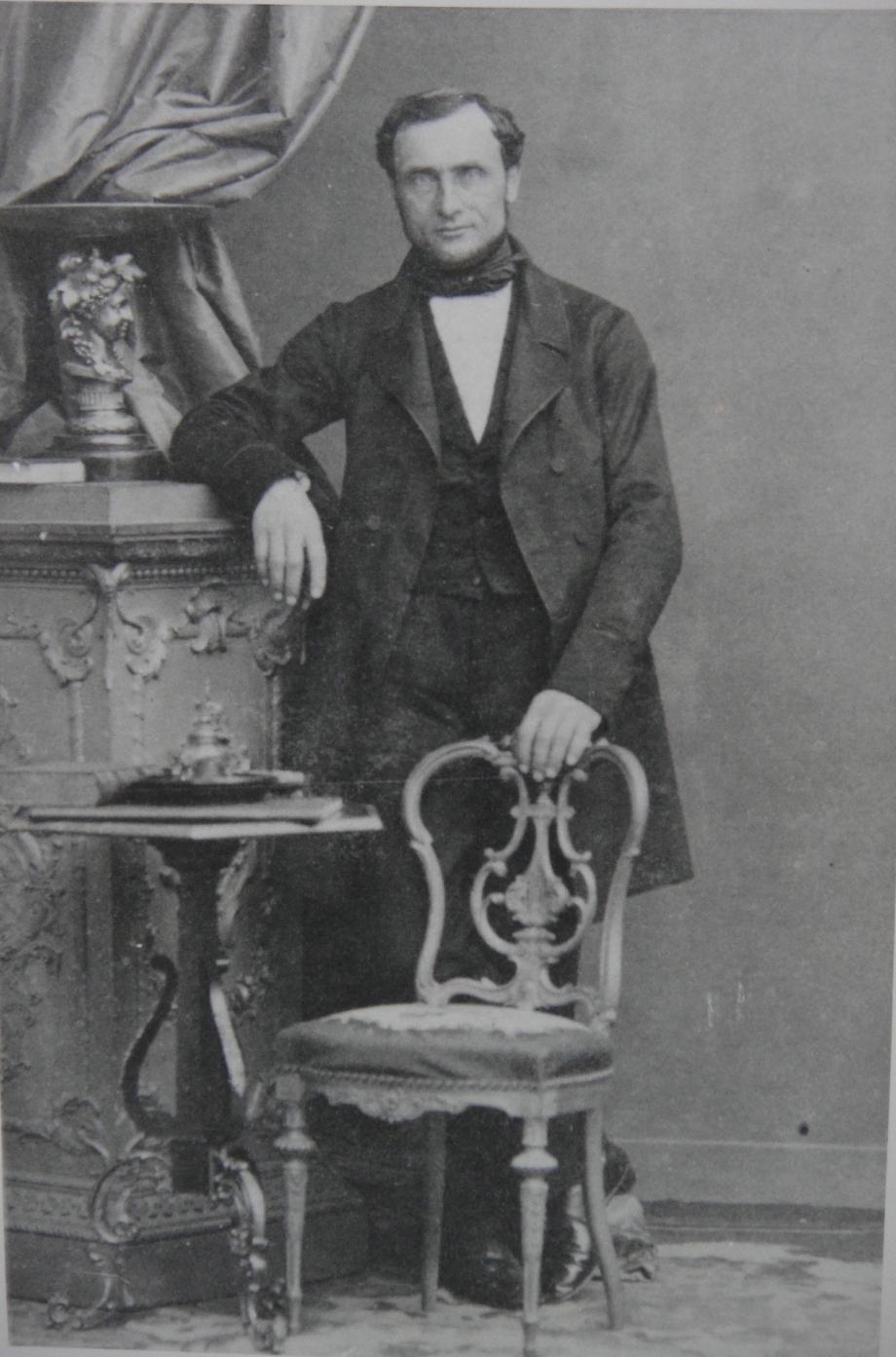 1860 Perrin Gérard-Georges debout Vers 1860 Recadre.jpg