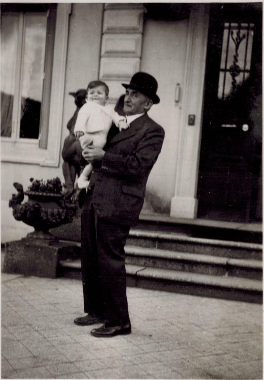 1937-05 Georges Cuny et son petit-fils Georges-Paul (A4-14-07).jpg