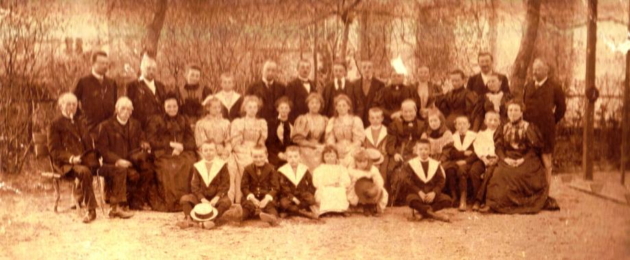 Image 10 1895 Perrin Communion Mimi Boucher 2 Rogne.jpg