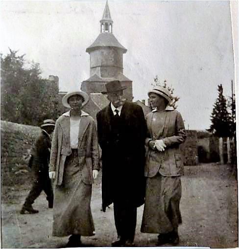 Image 24 1915 Alexis Vautrin avec Yvonne et Marguerite.jpg