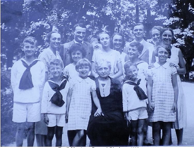 Image 38 1935 Anna Vautrin et petits-enfants.jpg