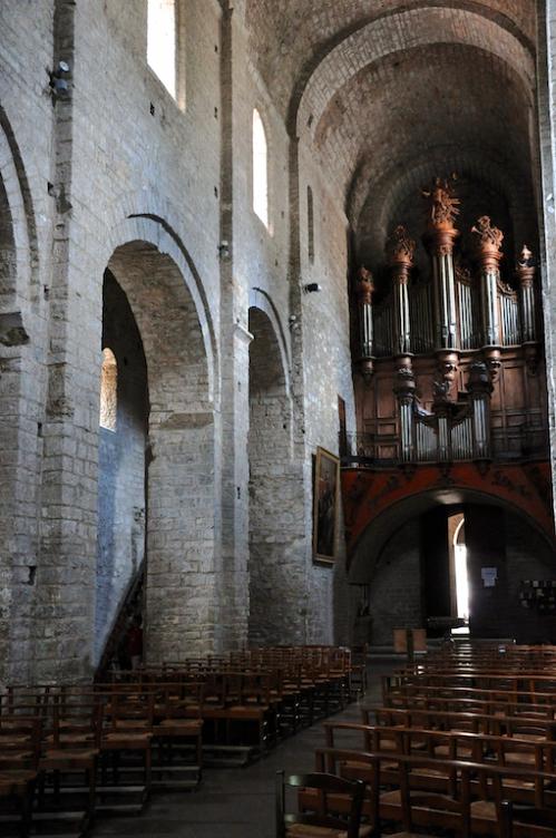 St Guilhem abbaye intérieur.jpg