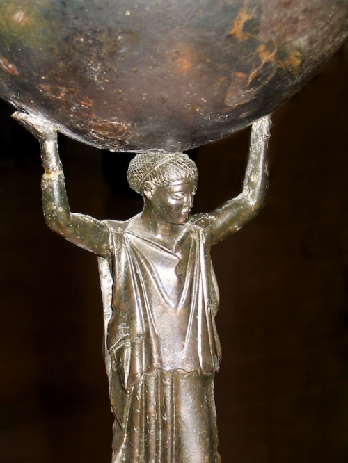 grèce statue porte lune.jpg