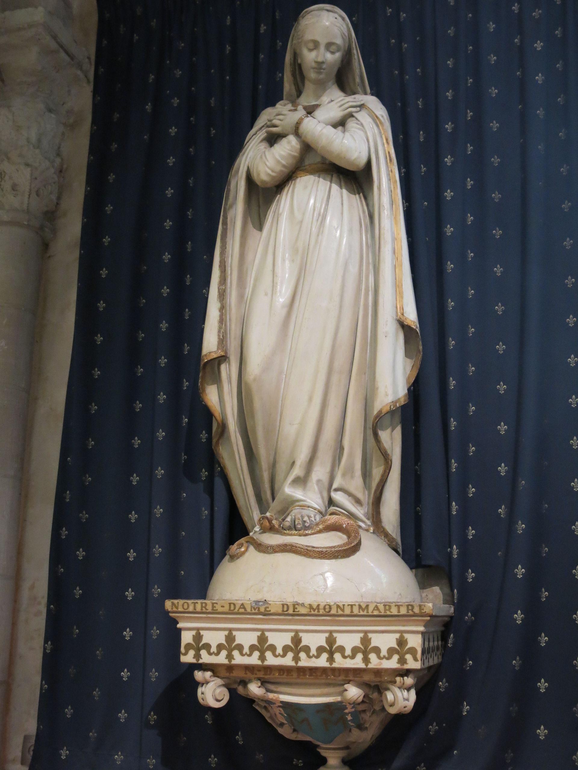 Statue_de_Notre-Dame-de-Montmartre_dans_l'église_Saint-Pierre.jpg