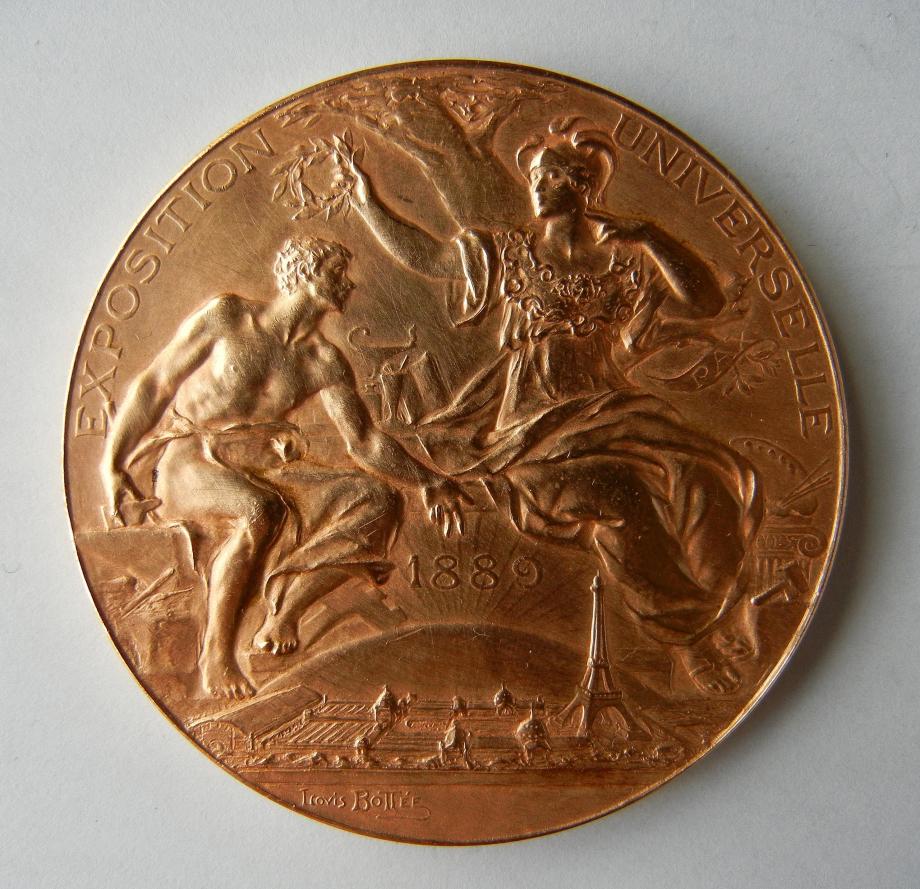 2560px-Médaille_Exposition_universelle_1889._Décernée_à_Gaston_TISSANDIER_(1843_1899)._Graveur_Louis-Alexandre_Bottée_(1852_1940)_(1).jpg