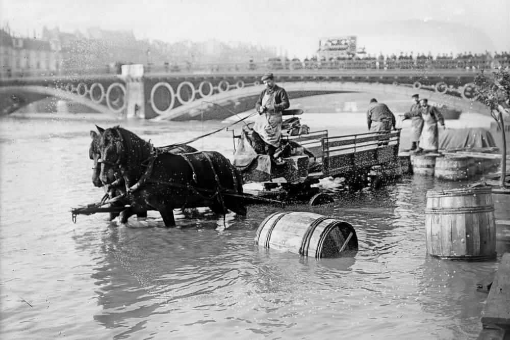 crue-de-la-Seine-de-1910-Pont-des-Saints-Pères.jpg