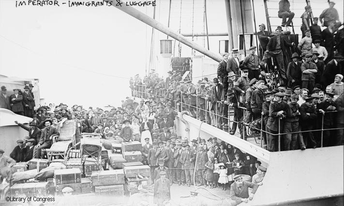 Emigrants-et-leurs-bagages-1913-à-bord-du-S.S.Imperator.jpg