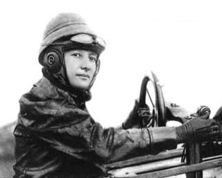 Marie_Marvingt_in_Deperdussin_aeroplane_1912.jpg